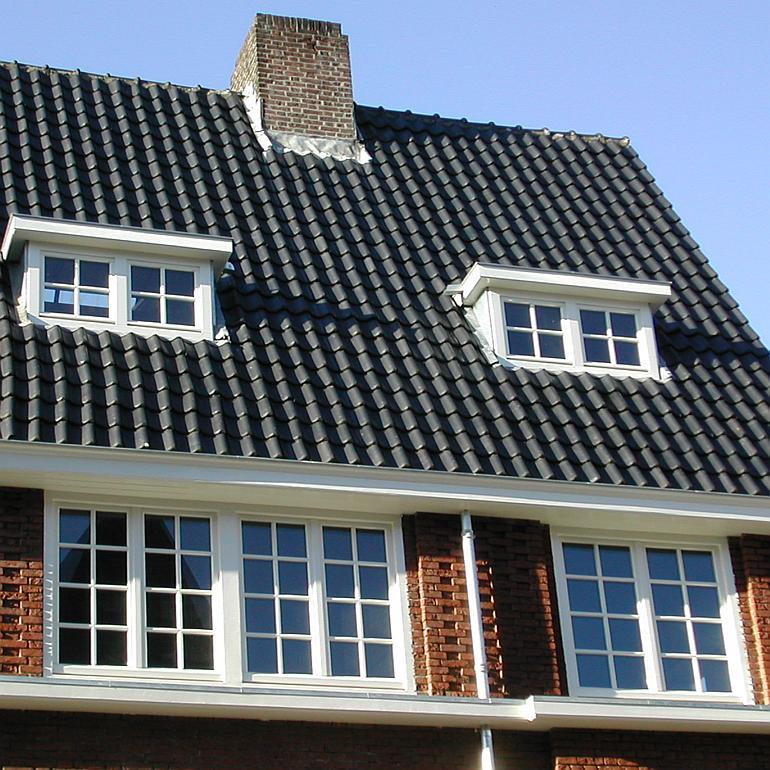 Huis met dakkapel en kozijnen van Riga Amsterdam