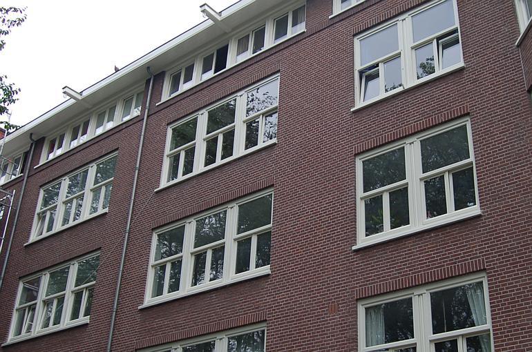 Karakteristieke kozijnen in Amsterdam geleverd door Riga Vloeren en Kozijnen