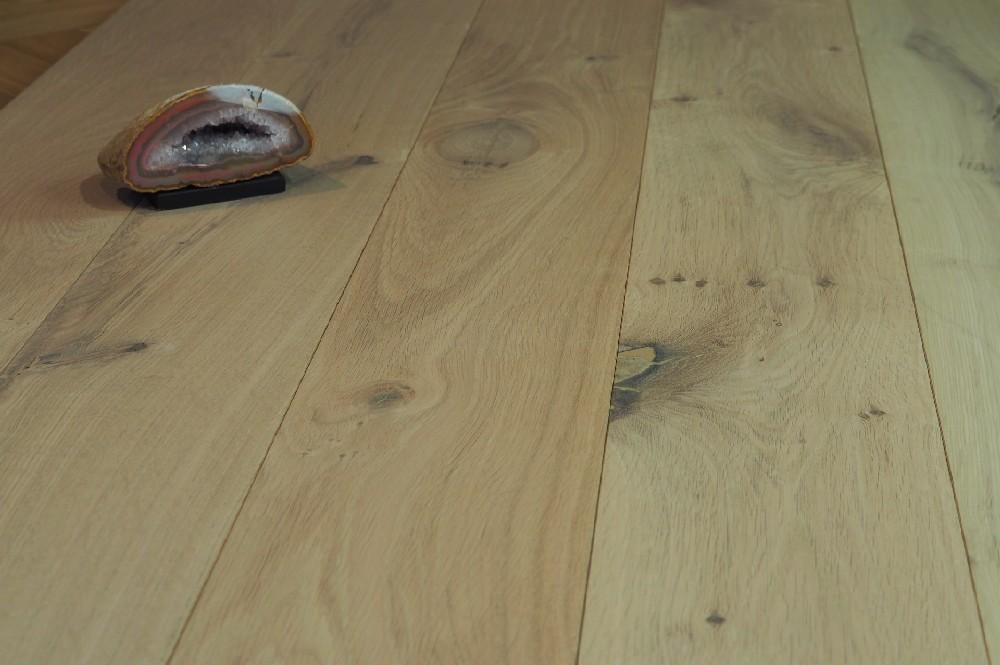 Vloer 4.2. Kleurloos geoliede eikenhouten vloer van Riga vloeren en kozijnen in Amsterdam