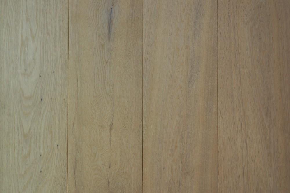 Vloer 6.3. Wit geoliede eikenhouten vloer van Riga vloeren en kozijnen in Amsterdam