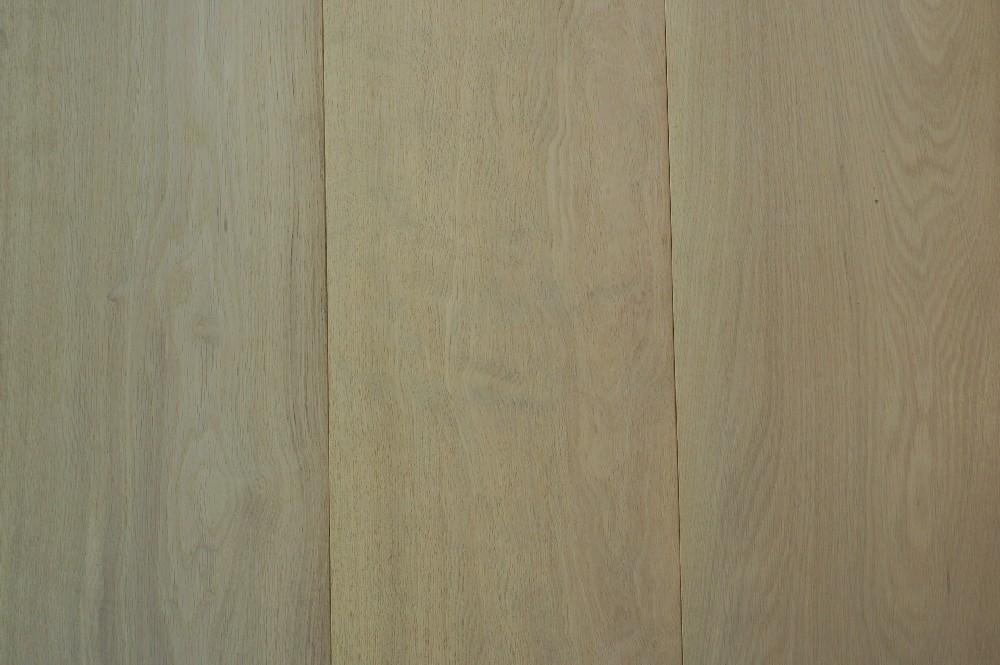 Vloer 7.1. Onbehandelde eikenhouten vloer van Riga vloeren en kozijnen in Amsterdam